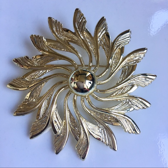 Stunning Sarah Coventry Signed Vintage  Brooch Gifts for Her Vintage Brooch. Vintage Jewellery 1960s Jewellery Sarah Coventry